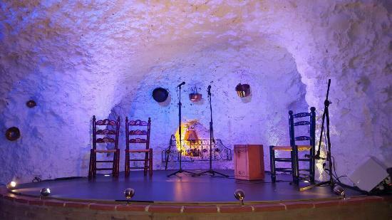 Granada Picnic Tours: empty stage for Flamenco show