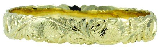 Kamuela, Hawái: hand engraved Lehua Blossom scroll bracelet with scalloped edges