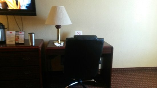 Econo Lodge: 20170408_172836_large.jpg