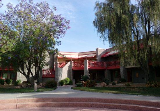 Thunderbird Executive Inn & Conference Center: 雷鳥行政套房及會議中心