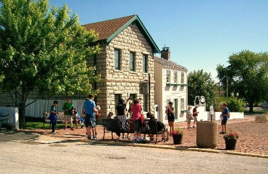Hannibal, MO: #1 tourist attraction, near main st... a stretch of many small shops and eateries