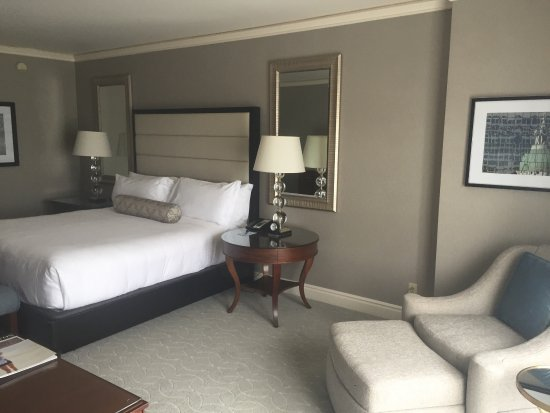 Clayton, MO: King size bed
