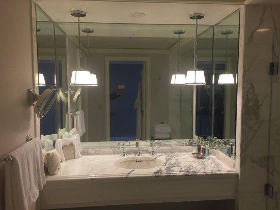 Clayton, MO: Bathroom
