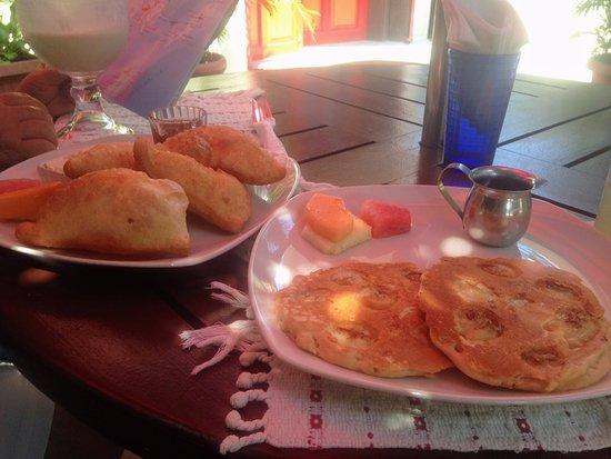 Martha's Guesthouse restaurant: Banana pancakes with fryjacks on the side.
