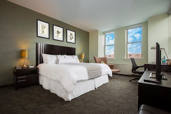 Kellogg Conference Hotel at Gallaudet University: Executive Club Level - Queen Bedroom