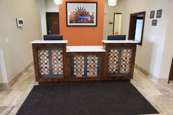 Enid, OK: Check in desk