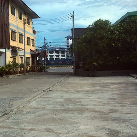 Pattani  City, Tailandia: Parking area at the back