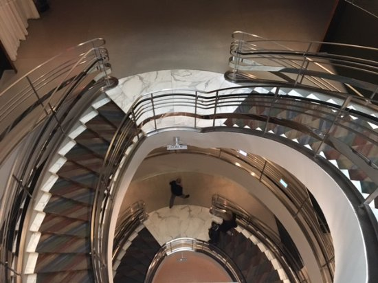 Rubin Museum of Art : Dramatic central stairway