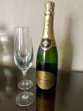 Depew, Νέα Υόρκη: Free anniversary bubbly!
