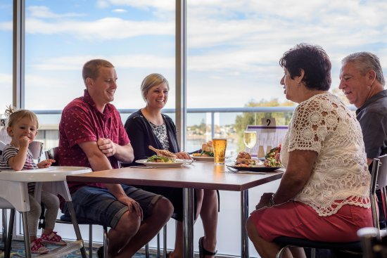 Merimbula, Austrália: Family dining