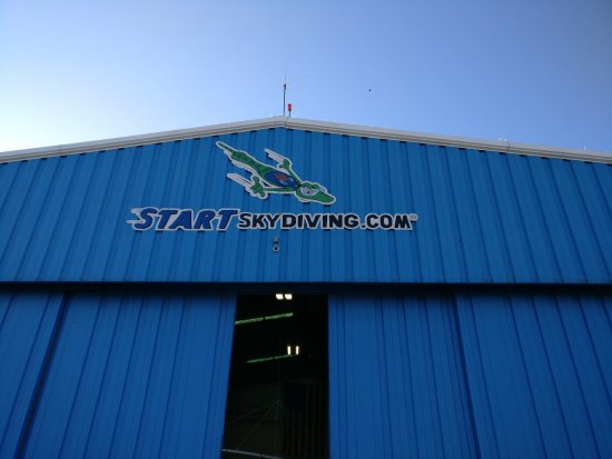 Start Skydiving : The area where they prep for the dive