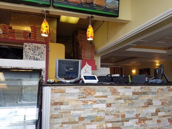 Springfield, فيرجينيا: Pizza & Gyro inside 2
