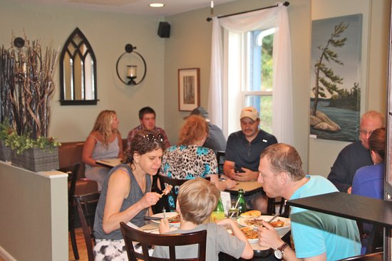 Bistro by the Bay: Not many tables; make a reservation!