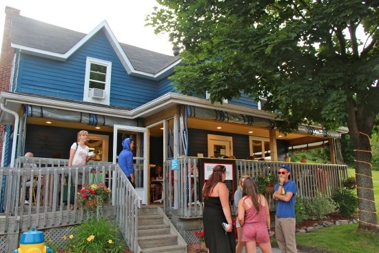 Bistro by the Bay: Front entrance