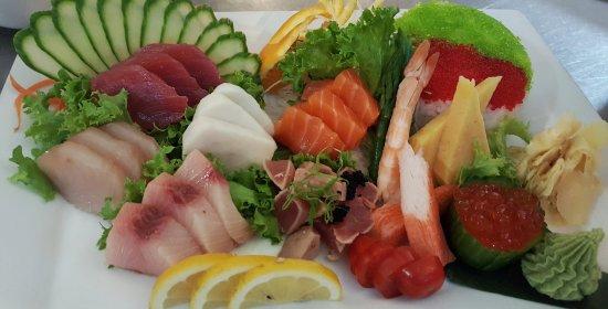 Suan Thai & Japanese Restaurant: Chirashi sashimi combo