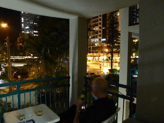 Aruba Beach Resort: Enjoying the views from the balcony