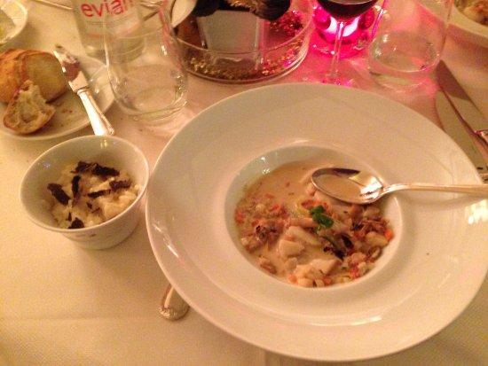 Fouquet's Paris : sopa de mariscos