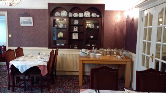 Great Dunmow, UK: Part of the dining room with the different cereals and drink selections.