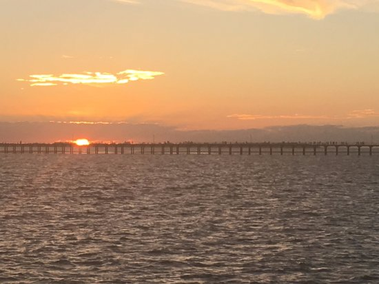 Whalesong Cruises: Sunset over the pier