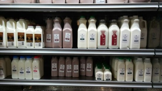 Pittsford, NY: 牛乳やチョコレートミルクも買えます