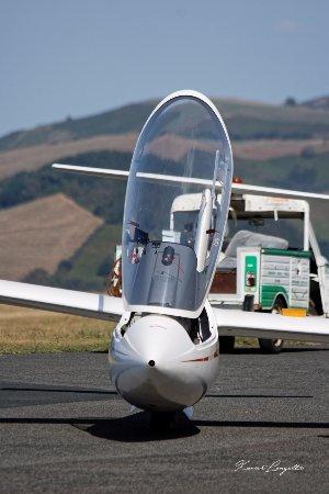 Itxassou, France: planeur en position pour le décollage