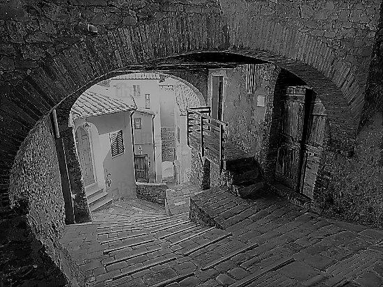 Museo della Rocca di Campiglia: bianco e nero