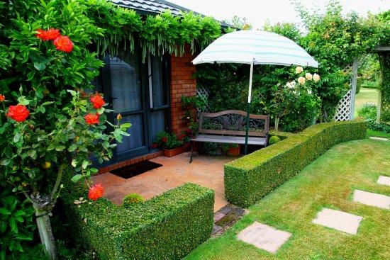 Cedar Park Gardens B&B: Your own private patio