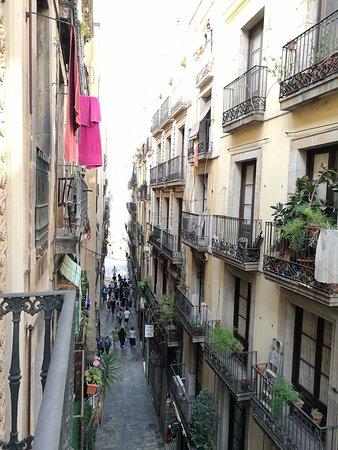 Hotel Jaume I: Piccolo balcone che si affaccia su una stradina piena di negozi