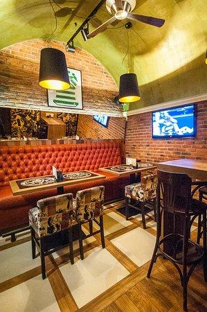 Irish Pub Karaka: Fast service, free internet, live sporting events and a huge selection of drinks