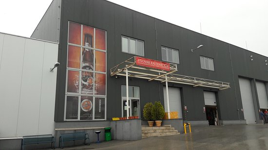 Roznava, Slovakia: V podnikovej predajni je veľký výber pivných špeciálov, pre fajnšmekrov doporučujem!