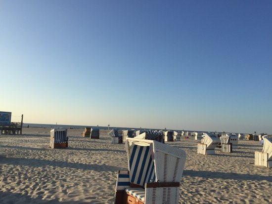strandkoerber at 6pm picture of strandgut resort sankt peter ording tripadvisor. Black Bedroom Furniture Sets. Home Design Ideas