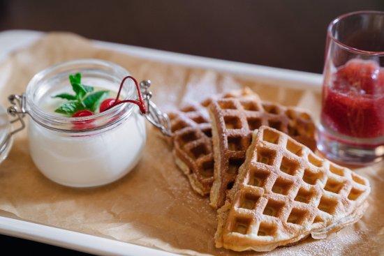Polustrovo Hotel : Ресторан Almond - еда
