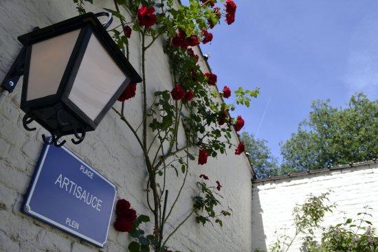 Ixelles, Belgium: Une petite Place rien qu'à nous ...