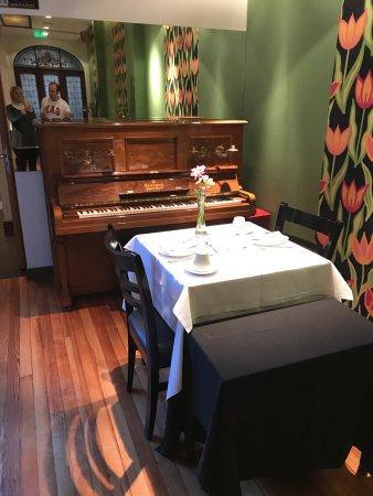 BoBo Hotel: Lugar de desayuno, me encanto hacerlo al lado del piano! Lugar muy confortable! El postre una de