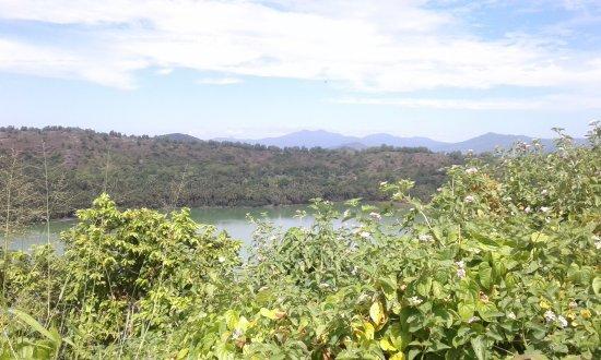 Dzaoudzi, Mayotte: Balade autour du lac Dziani proche Des Couleurs
