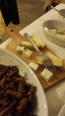 Pollein, Italia: assaggio di formaggi
