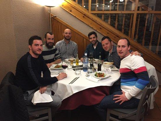 Canillo, أندورا: Fuimos un grupo de amigos a pasar Semana Santa a Andorra y sin duda fué el mejor sitio para cena