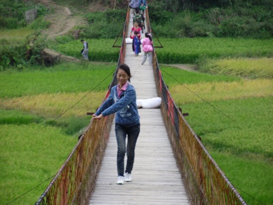 Meiling National Scenic Area : Eine Seilbrücke, nicht jedermans Sache