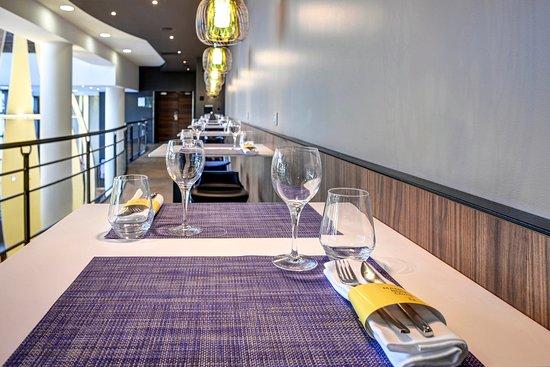 Lobby hall d 39 entr e salon picture of novotel paris 14 porte d 39 orleans paris tripadvisor - Hotel novotel porte d orleans ...