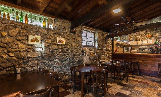 Precioso bar de madera y piedra para tomar un caf - Casa rural de madera ...