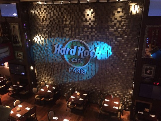 la salle du rez de chauss e picture of hard rock cafe paris paris tripadvisor. Black Bedroom Furniture Sets. Home Design Ideas