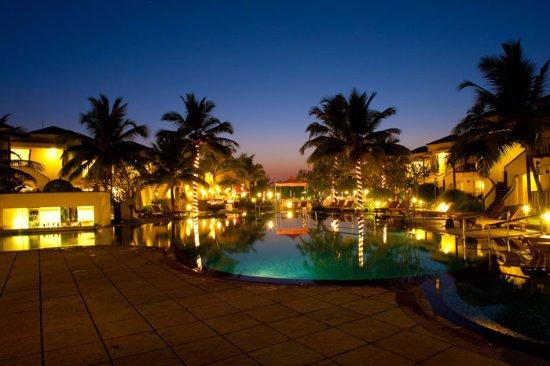 Utorda, India: Royal Orchid Beach Resort & Spa, Goa Swimming Pool Night View