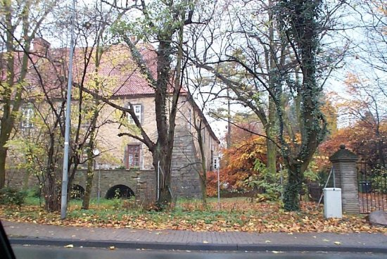 Lauenau, Duitsland: A view of the castle from outside.