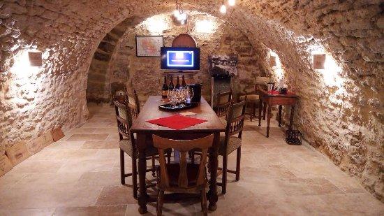 Chateauneuf-du-Pape, Prancis: Some slides to explain the terroir, the climate, the savoir-faire...
