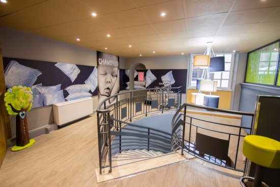 Ibis Budget Marseille Vieux Port : Hall, accès Salles de Réunion