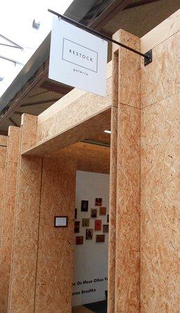 Restock Galeria Gallery