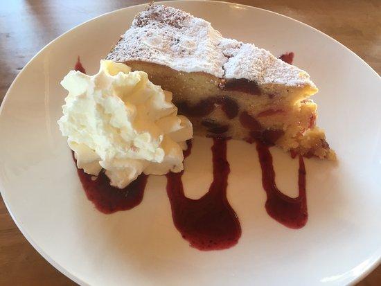 Dunalley, Australien: Cherry, Almond and Brandy Cake