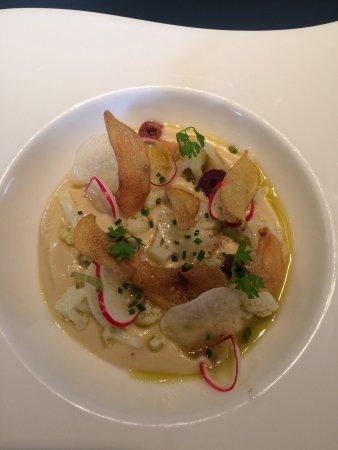 Watermael-Boitsfort, Bélgica: Lunch cette semaine: gourmandise de chou-fleur tartufata, olives noires crudités (dont daïkon, b