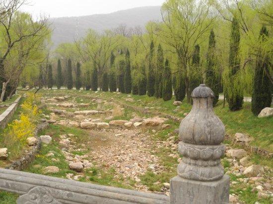 Dengfeng, China: Dry riverbed