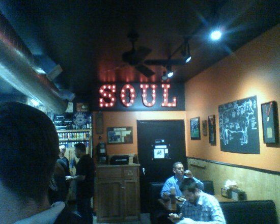 B.T.'s Smokehouse: Dining Room